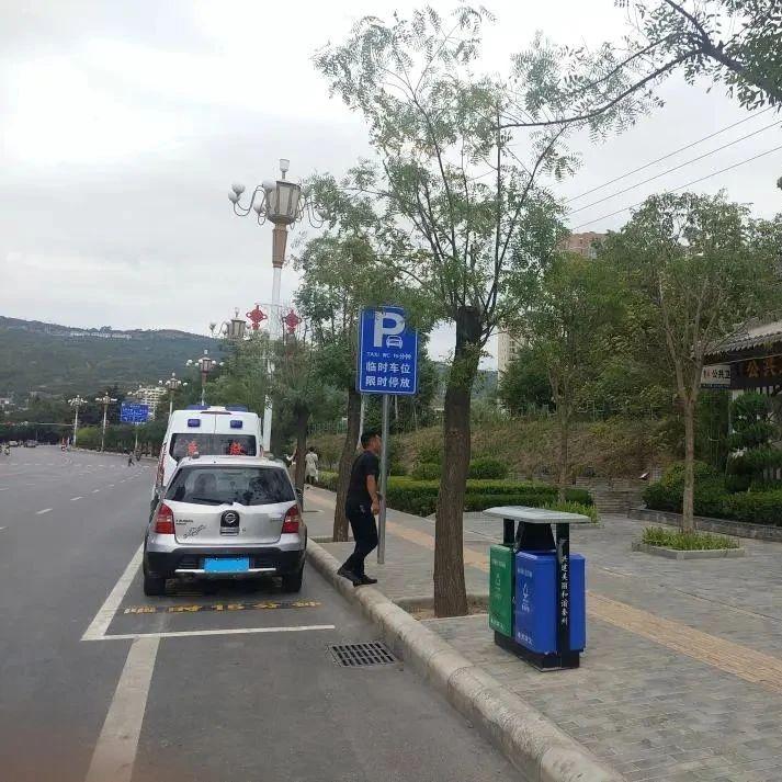 """秦州区城区路段设置""""如厕专用""""临时停车位"""