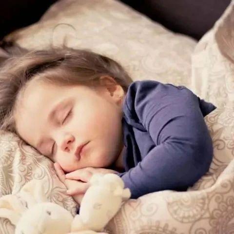 如何保�C孩子充足的睡眠?