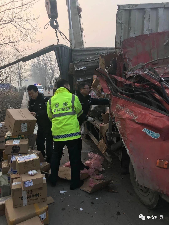 香港曾道人仙台一货车侧翻,民警紧急救援暖人心!