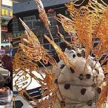 威尼斯人注册六旬大爷商业街卖糖人!赚了钱竟是为了……