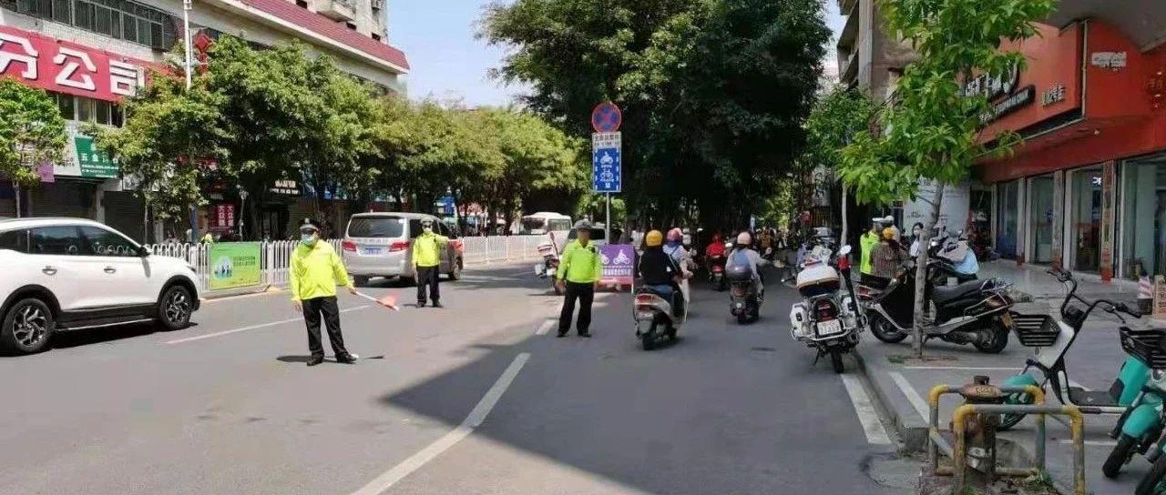 创建文明城市,吴川交警在大力整治交通违法行为!