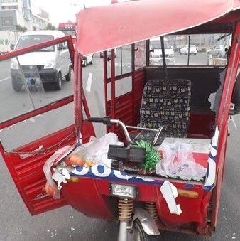 陆川三轮车司机边开车边数钱撞倒老人,竟不幸身亡