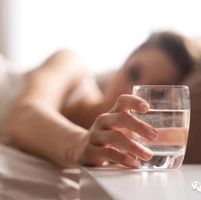 血液什么时段最粘稠?这2个时间喝水,助你稀释血液、通血管