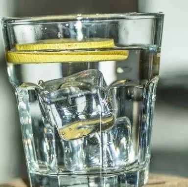 一瓶冰水下肚,28�q�研』锪ⅠR心肌梗死!�@些事你必�注意