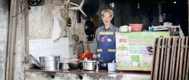 棉湖�f客|�@位五年�的�W生是�@�咏榻B家�l棉湖的特色美食