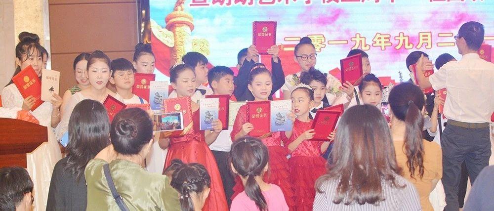 """尽享琴音绕梁""""朗朗艺术学校五周年""""祖国颂""""钢琴音乐会""""燃情上演!"""