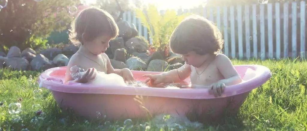 7岁女孩洗个澡,竟意外身亡:冬天给孩子洗澡,千万不要陷入这5个误区!