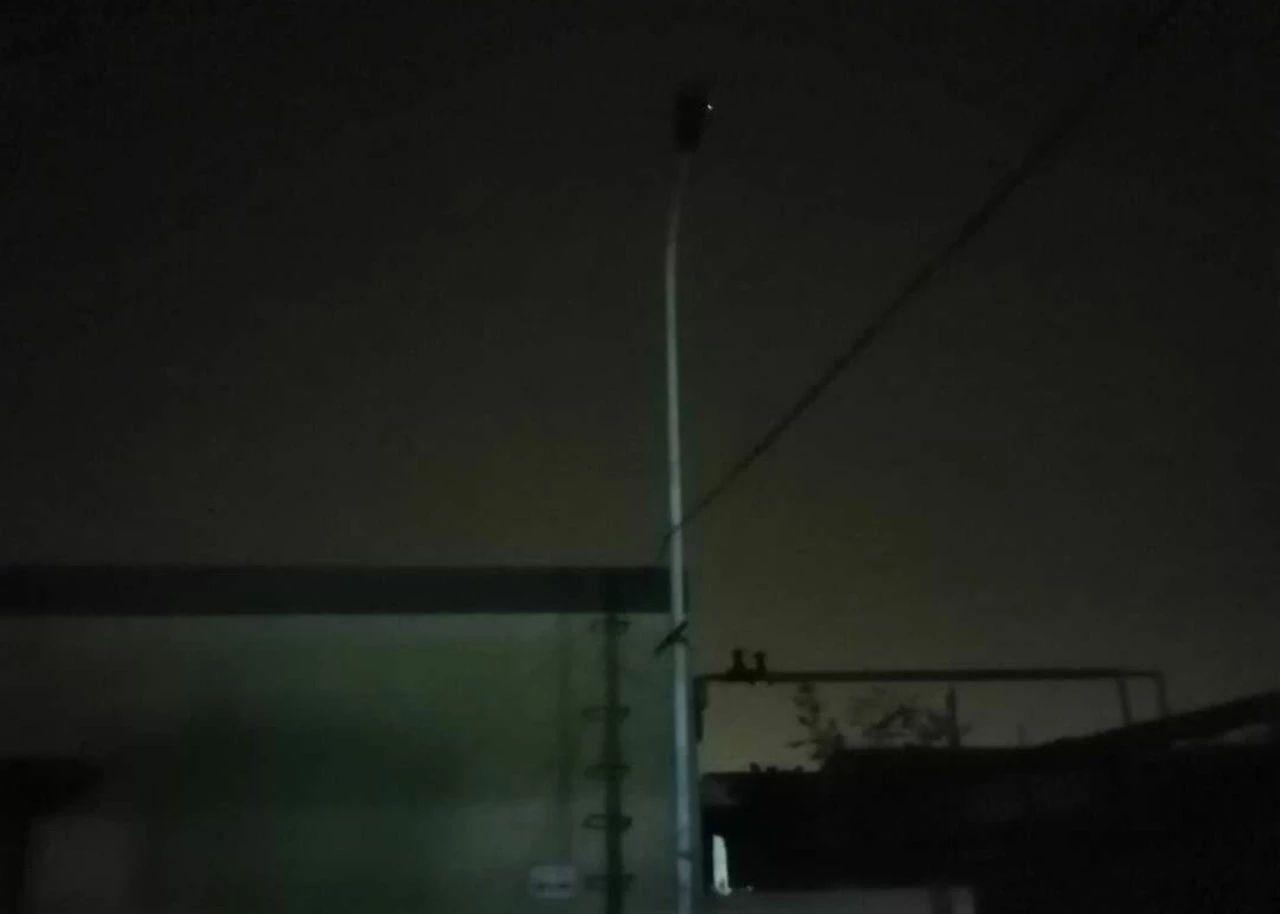炼南小区16号楼路灯坏了