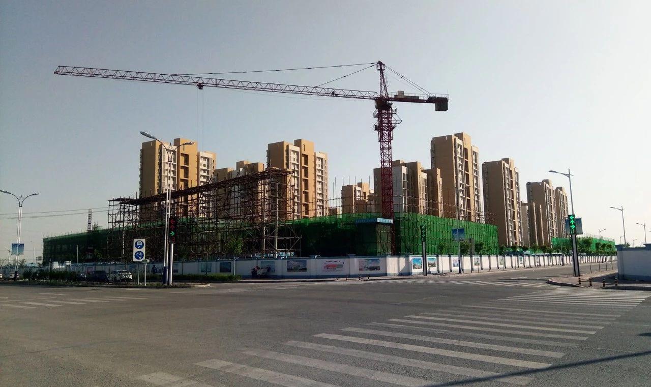 摄影报道:建设中的丰收道商贸楼
