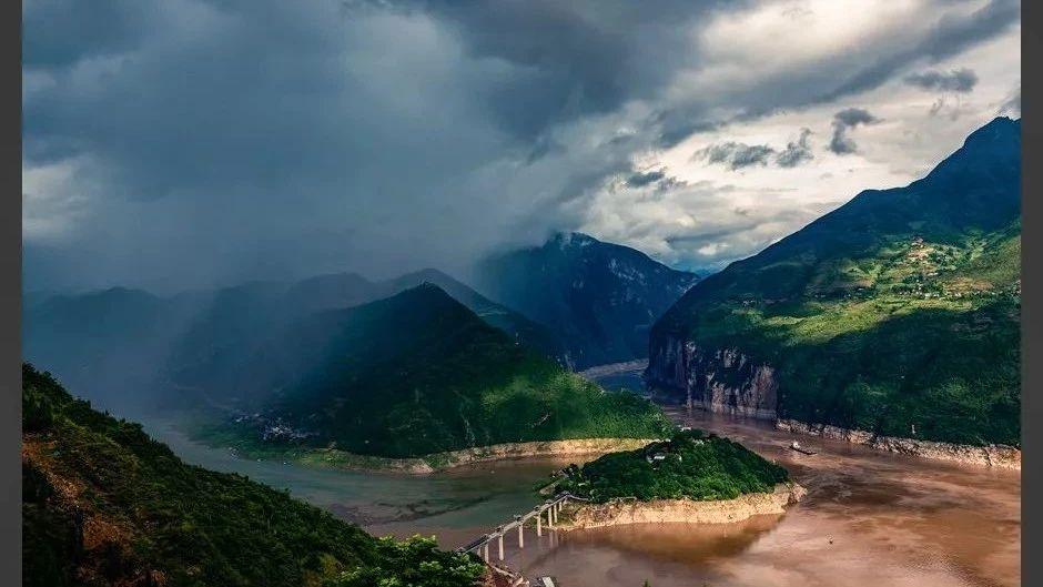 奉节旅游景观―东边日出西边雨!