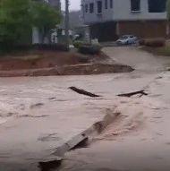 连降大雨,修水多处河水上涨,请注意出行安全及地质灾害