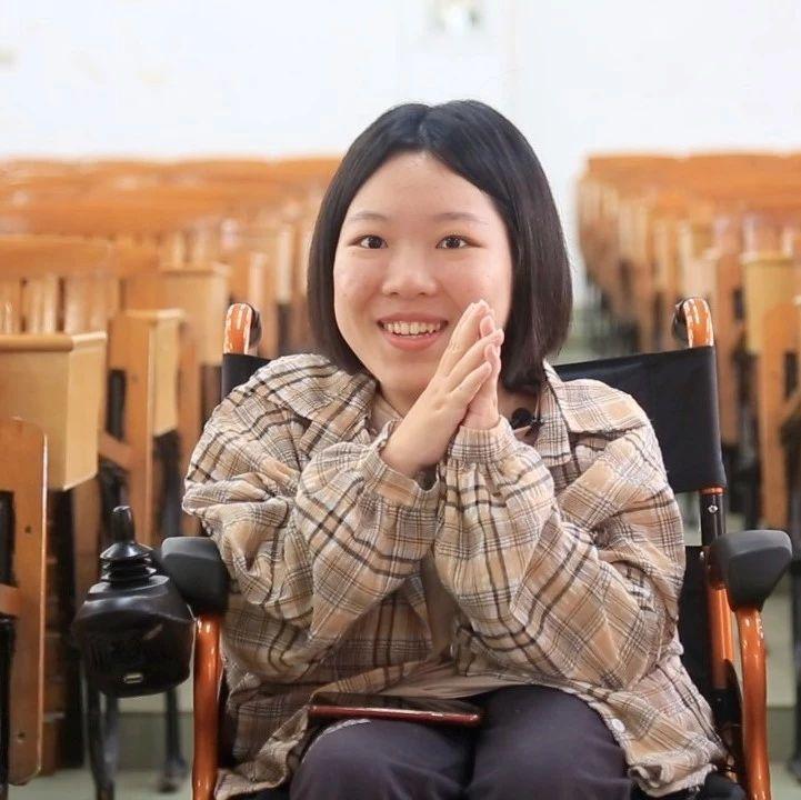 【高能】粉TF-boys,爱看书,想当记者……为这个轮椅上的00后疯狂打call!