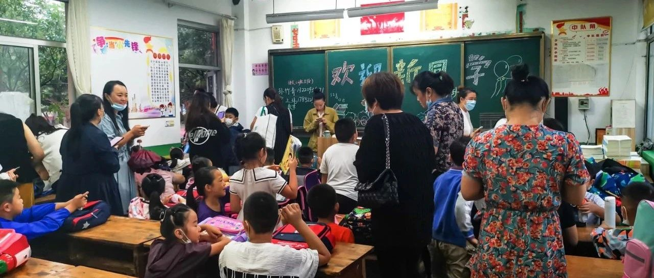 实拍,和平小学幼儿园开学的第一天,来看看学校的场面...