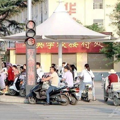 规范交通秩序助力文明城市创建