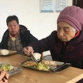 空巢老人养老难!?一日三餐只需17元济宁年内建成50个老年食堂