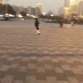 不知名的大爷在锻炼身体。。