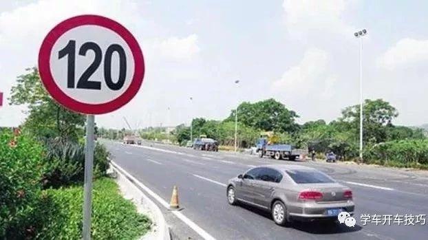 为啥仪表盘车速显示120却被罚款了?交警:这都不知道也敢上高速