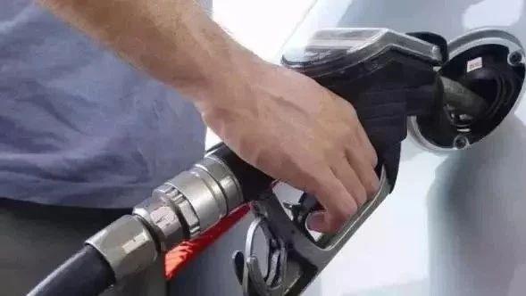 为什么前半箱油烧得慢,后半箱油却烧得快?中石油中石化哪个好?