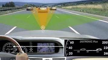 新手上路该如何掌握车速与何判断车距?