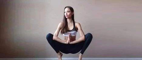 瑜伽下蹲5分钟=节食7天,简单实用又有效,让你重塑好身材!