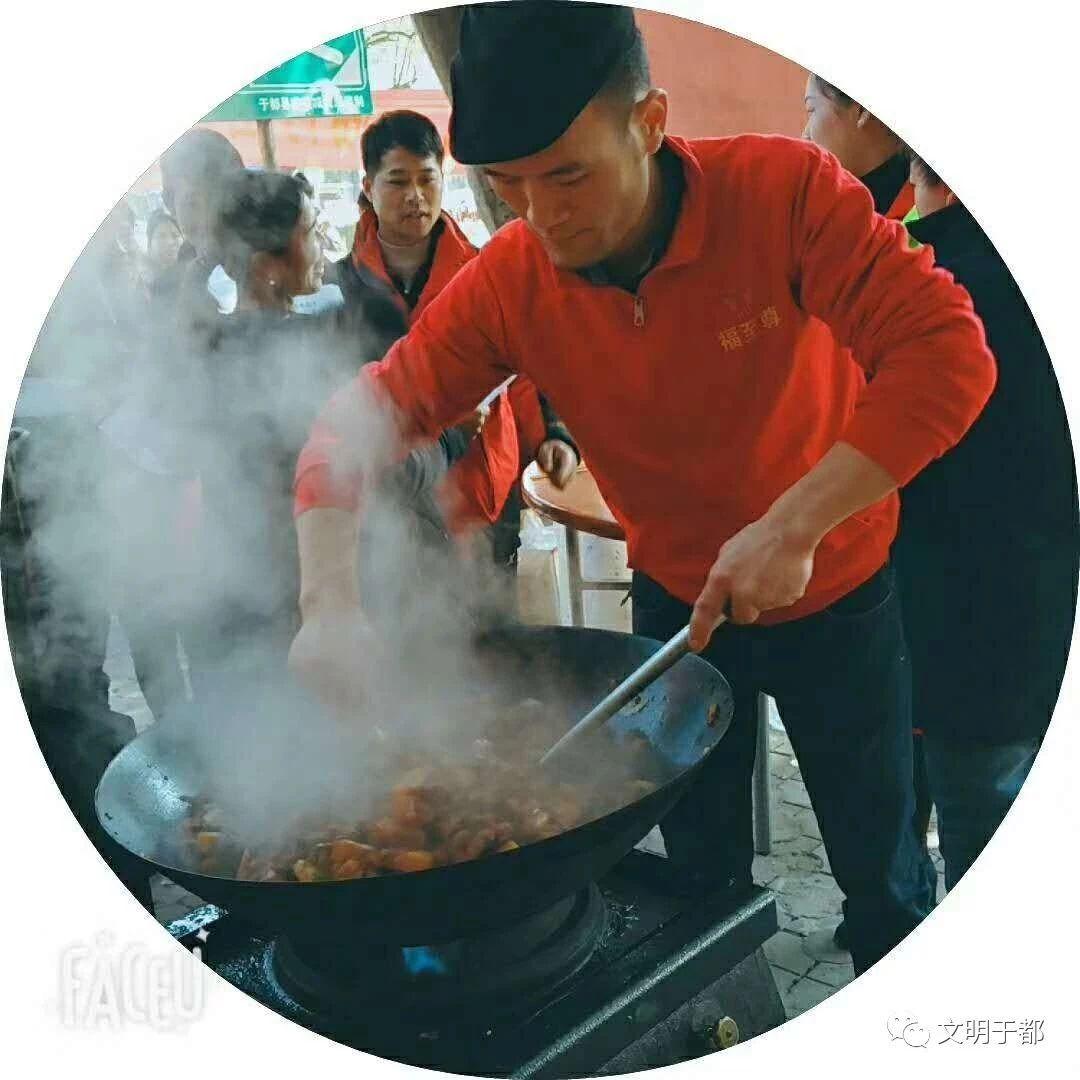 """【暖心】我县举办2019关爱城市美容师""""百家宴""""公益活动"""