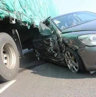 """突发!新郑发生一起交通事故!67岁司机说""""耳背,没戴助听器""""?"""