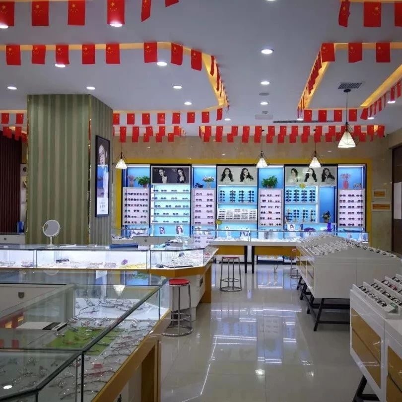 玩大了!5000副近视眼镜免费送!杞县这家眼镜店要被搬空了!
