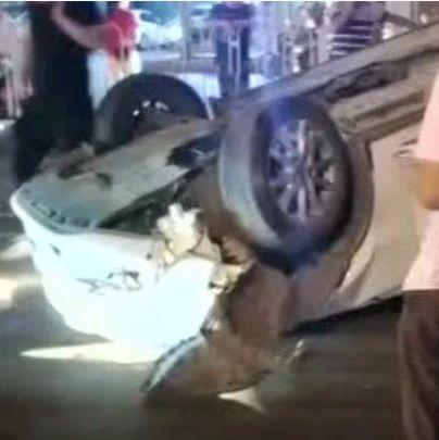 萍�l�|方�e�^附近�l生一起交通事故
