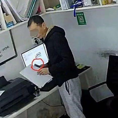 宜宾这个男人太猖狂!1分钟偷走手机,好多人都被他偷过!