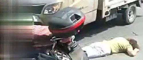 【痛心】今日上午10�c10分左右,�泉市南外�h�l生一起交通事故!