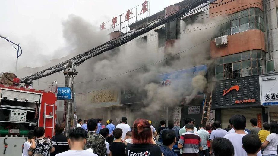 昨天,上蔡东大街这里浓烟滚滚……!