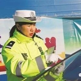 """白城市警花�L采:丁一桐:�憋L沐雨的""""�F娘子"""""""