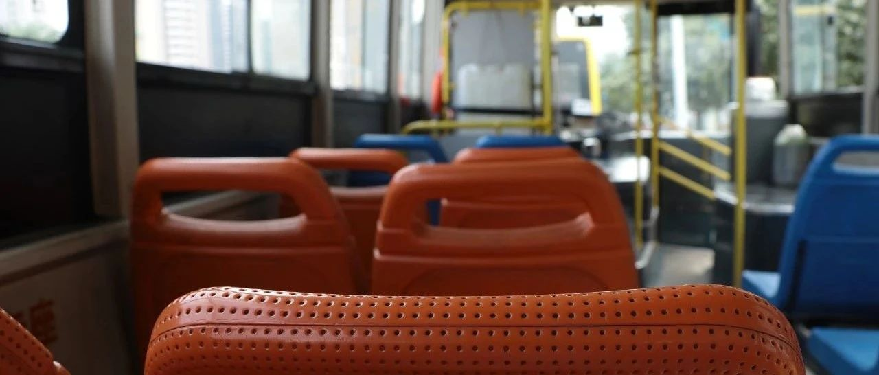 公交车座椅上有个洞,竟是为了…...很多人都不知道