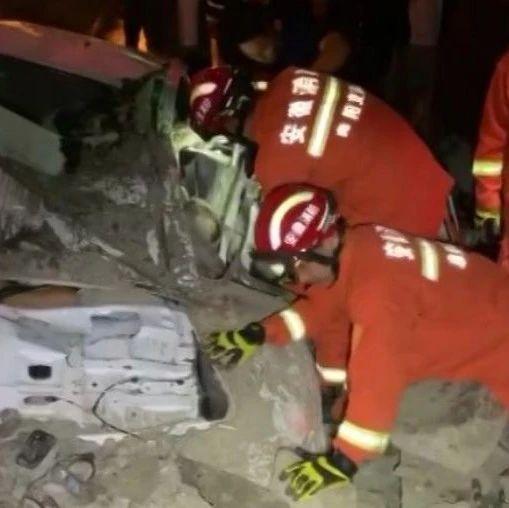 凌晨,阜阳消防救出两个孩子!