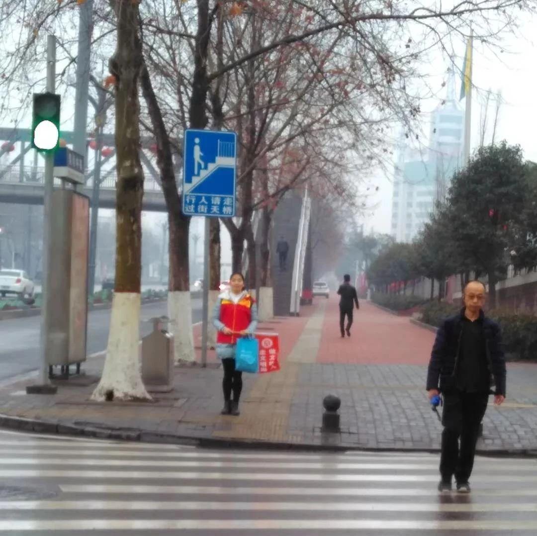 """新安县统计局积极开展""""学雷锋""""文明交通岗活动"""
