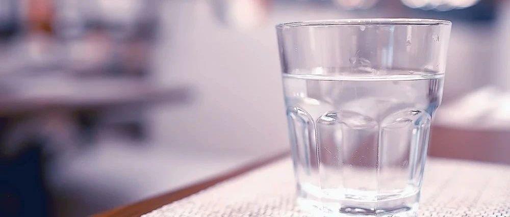 吃饭时到底能不能喝水?协和医院消化科主任给出了答案