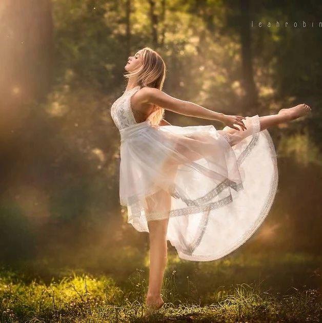 优雅灵动的年轻舞者
