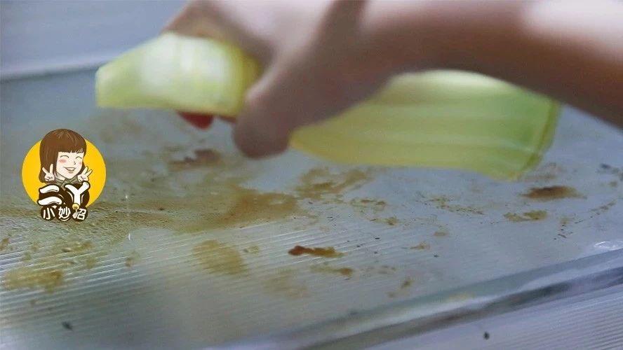 冰箱脏了别用清水洗,教你简单一招,冰箱干净还无异味,太实用了!