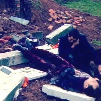 春节祭拜刚去世的老丈人,坟前突然垮塌,1死3伤!