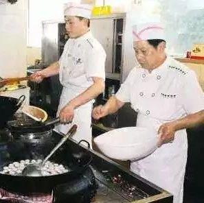 萍乡这个厨师实在太彪悍了!