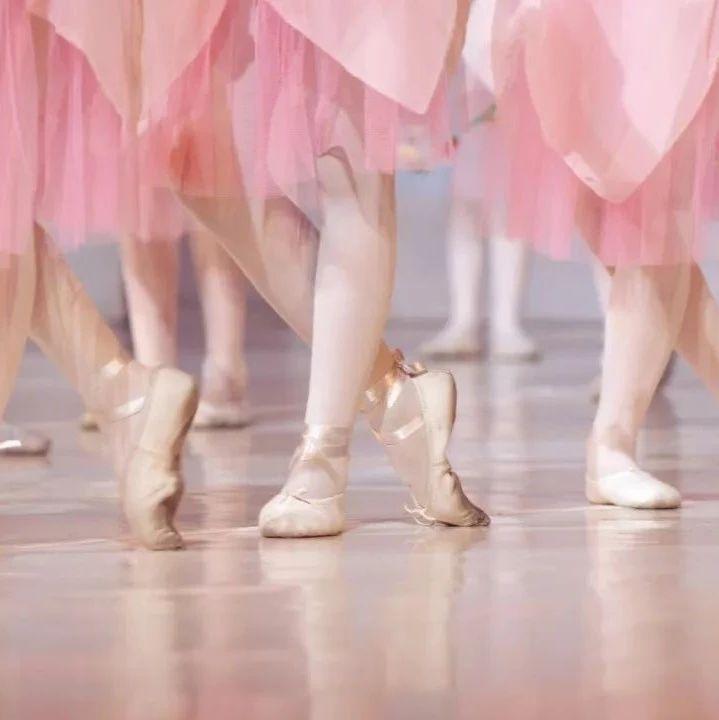 7岁女孩学跳舞,一个动作后,她再也站不起来…|提醒