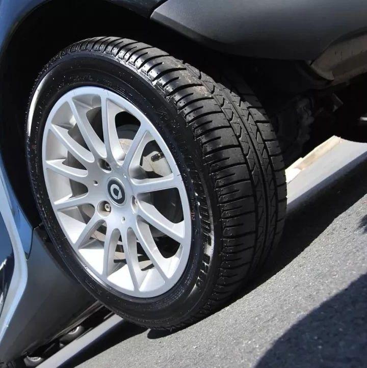 如何判断你该换轮胎了?