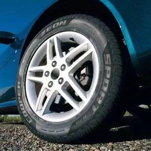 夏季汽车胎压到底调多少合适?