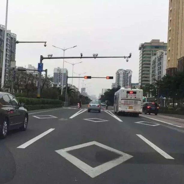 开车不懂这个图案,太危险!