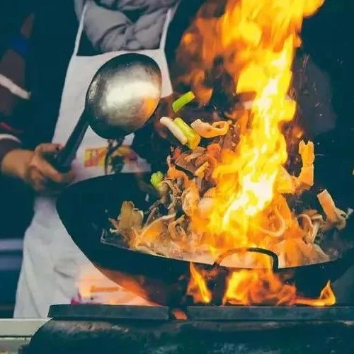 这样做饭?小心别把厨房烧了