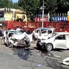 特大交通事故!青州13辆车相撞,救援现场···2018世界投注网司机朋友出行千万注意安全!!