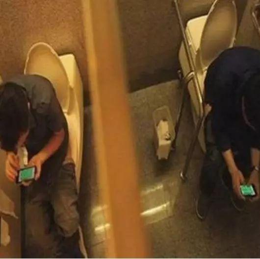【提醒】@上厕所喜欢玩手机的人:你的7个器官正慢慢受损