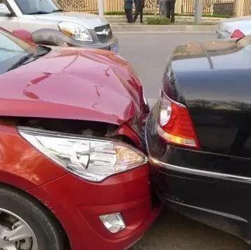 【城事】肇事逃逸!白城这位司机刮了车就跑,没想到竟把线索留在现场......?