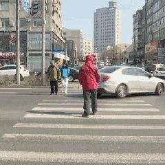 【城事】白城交警致行人和非机动车驾驶人的一封信,那些闯红灯的人一点都不脸红吗?