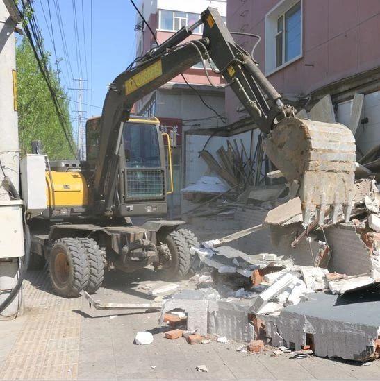 【城事】五一劳动节,白城城管在行动!依法拆除违建,提升城市魅力!